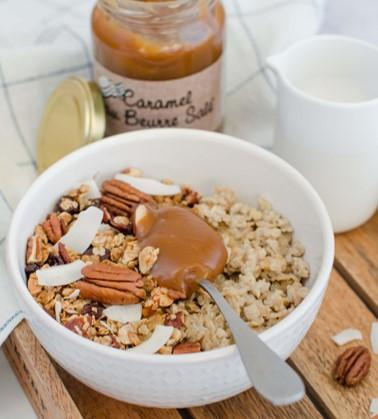 [Voyage Gourmand] Porridge et son granola, touche de caramel au beurre salé maison